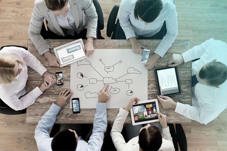 Team Brainstorming Cloud Konzepte